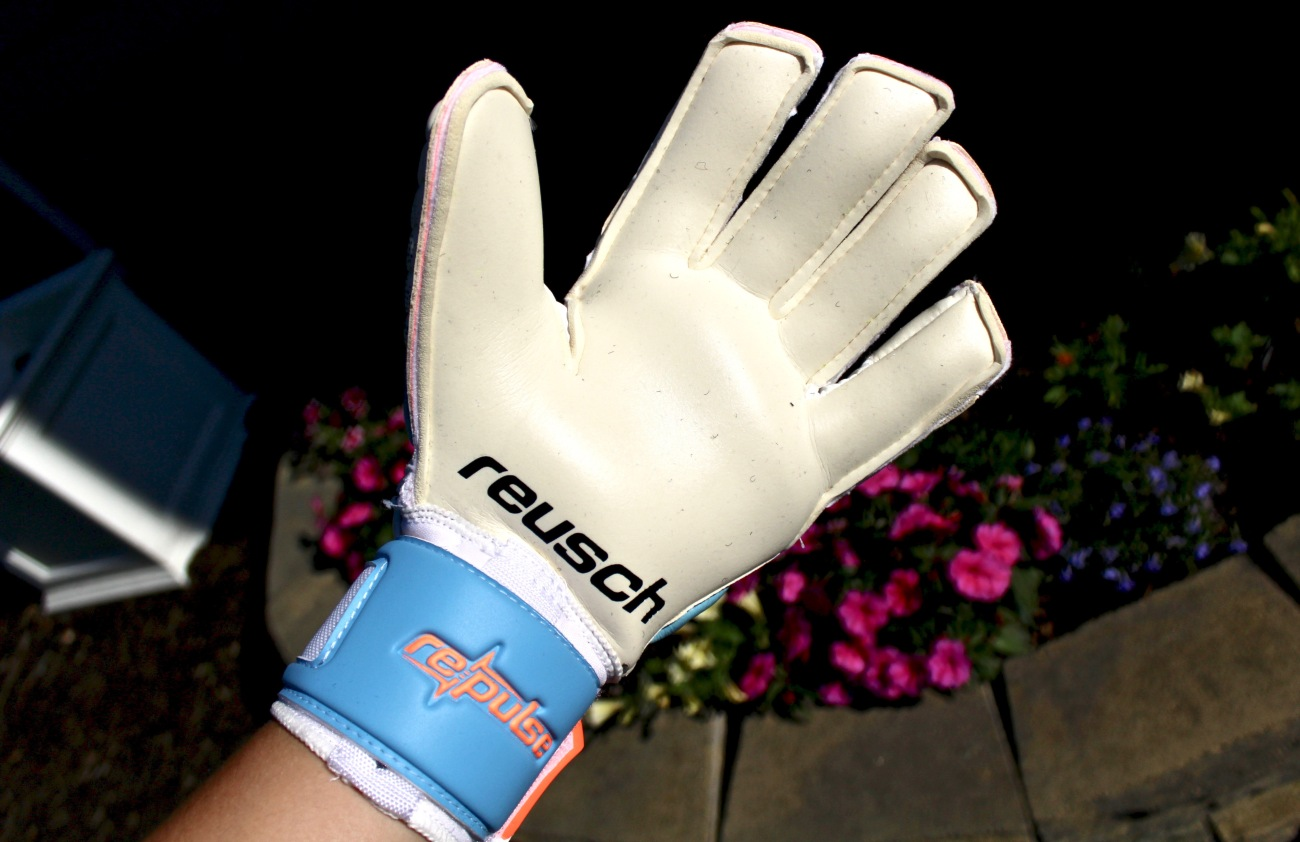 reusch pulse pro a2 ortho tec goalkeeper gloves wet weather soccer with finger protection